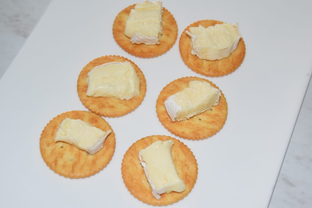 crackers-with-brie