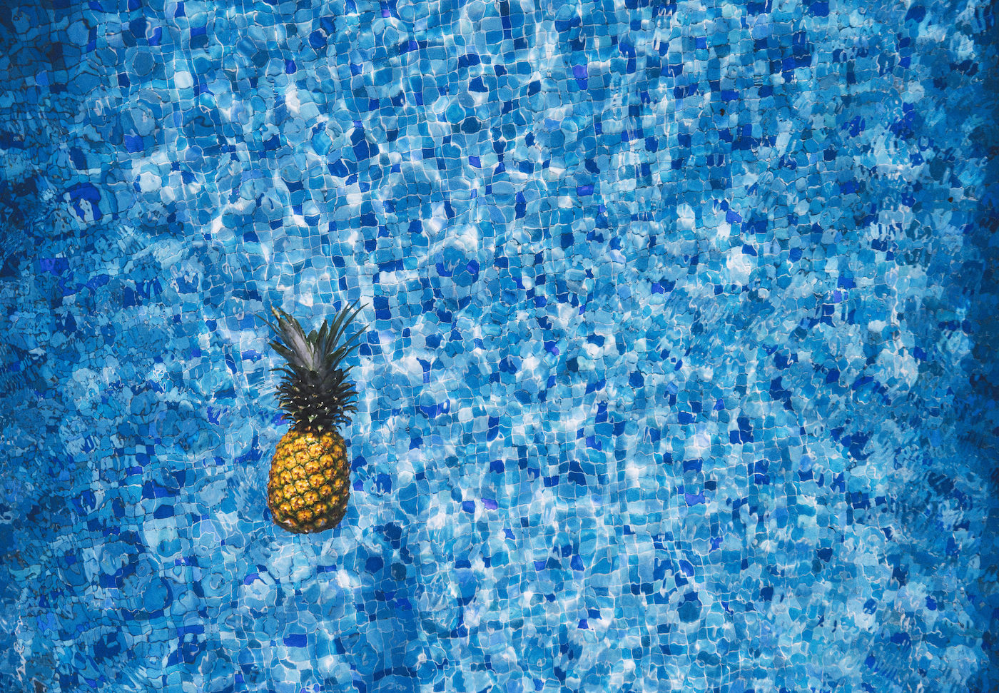 How to Host an Amazing Pool Party This Summer